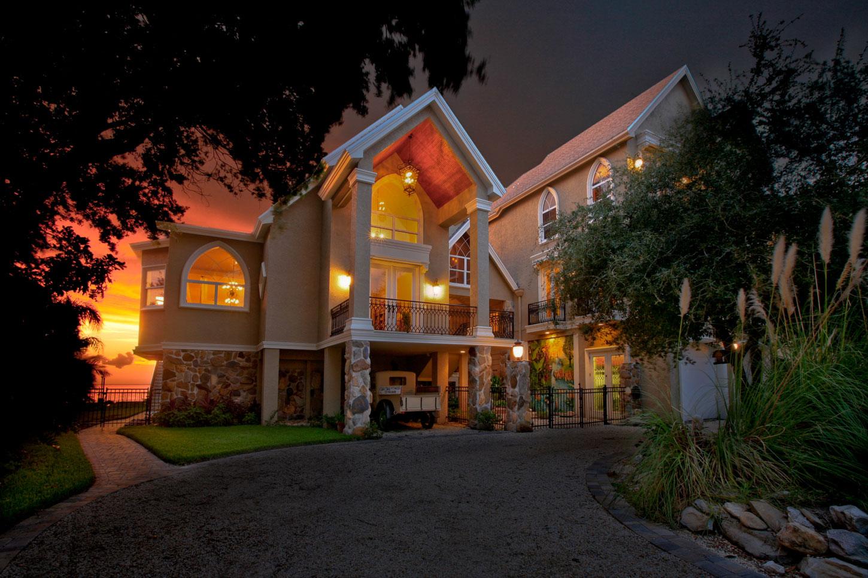 Nauman_House_Exterior_Sunset