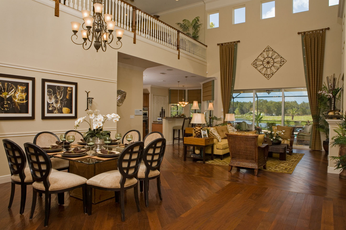 Valencia_Grande_Dining_and_Family_Room